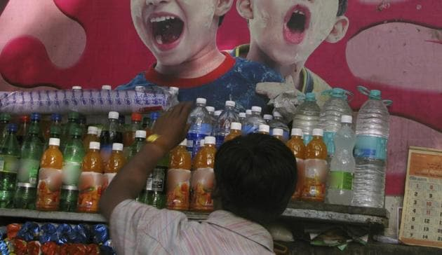 Charging you higher maximum retail price (MRP) for same packet of chips, bottled water or cold drink at multiplex, malls, airport, hotels and restaurants is an offence now.(HT Pic for Representation)
