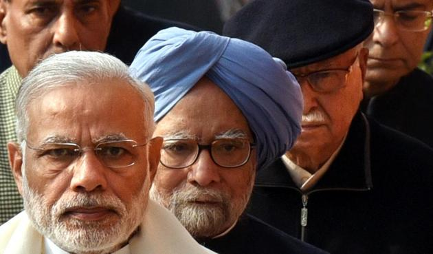The iconic photo of PM Narendra Modi, former PM Manmohan Singh and BJP leader L K Advani goes viral.(Arun Sharma/HT PHOTO)