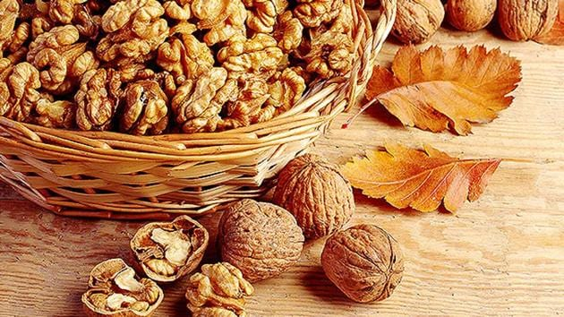 Walnuts are rich in antioxidant and anti-inflammatory components.(Shutterstock)