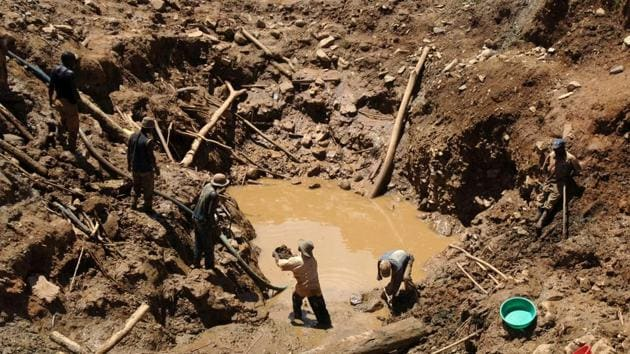 This file photo taken on May 15, 2008 shows a team of miners working in an open pit gold mine in Mongwalu, north eastern Democratic Republic of Congo. At least 20 people were killed in a gold mine collapse in the Democratic Republic of Congo, a local minister said on December 18, 2016.(AFP Photo)