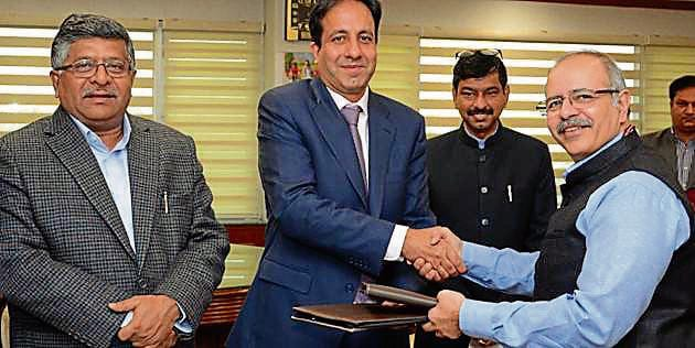From left: IT minister Ravi Shankar Prasad, Cisco India president Dinesh Malkani and CERTIn directorgeneral Sanjay Bahl exchanging documents in New Delhi on Wednesday(HT Photo)