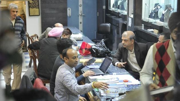 Income tax officials conducting a raid at Khanna Jewellers at College Road in Ludhiana on December 15, 2016.(Gurminder Singh/HT File Photo)