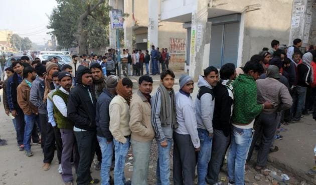 Police said barring a few commotions, the queues outside banks were catered to smoothly.(Parveen Kumar/HT File Photo)
