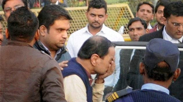 Paras Mal Lodha being produced in Saket Court in Delhi on Thursady.(PTI)