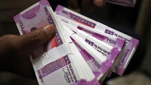 Parasmal Lodha was nabbed by the income tax department and Enforcement Directorate officials on Thursday for converting Rs25 crore in scrapped banknotes to the new currency.(Reuters file photo)