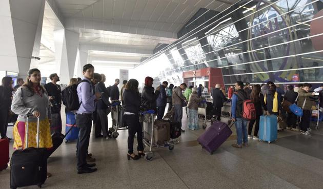 In a review held on Thursday, the Central Industrial Security Force found that no time could be saved in skipping screening of hand baggage at the Delhi airport due to the congestion at terminals.(HT File Photo)