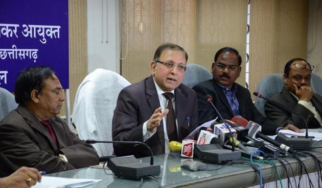 Principal chief commissioner of I-T for MP and Chhattisgarh, Abrar Ahmad, addresses a press meet in Bhopal.(Cjhandresh Mathur/HT photo)