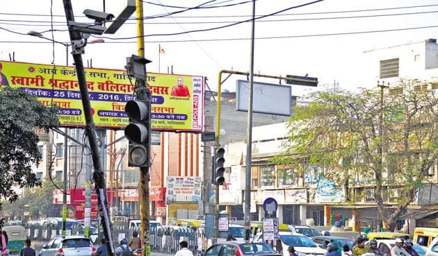 The system has 133 high resolution CCTV cameras installed at 36 strategic locations across the city to monitor and regulate the traffic from the modern police control room.(Sakib Ali/HT Photo)