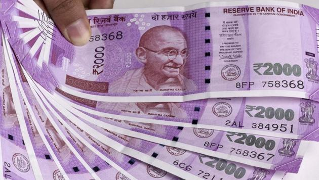ManyNRIs and People of Indian Origin have in their possession demonetised currency notes that they may find difficult to exchange on arrival in India, a global organsation representing them has said.(Sonu Mehta/HT)