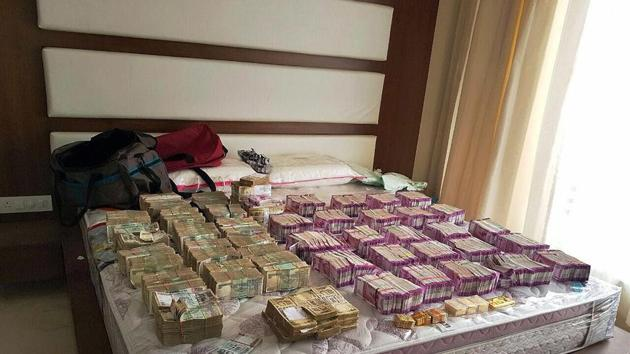 Income Tax department has seized more than Rs 98 crore in new notes as part of its country-wide operations against black money hoarders post demonetisation.(PTI File Photo)
