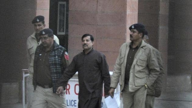 Police take Zulfiqar Khan out of the district courts complex in Sector 43 in Chandigarh on Friday.(Ravi Kumar/HT Photo)