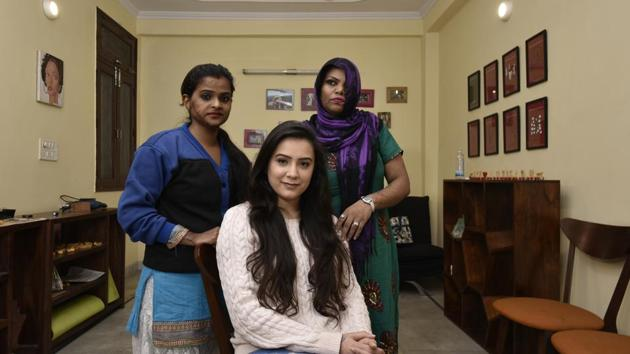 Ria Sharma (C) with acid attack victims Mamta (R) and Sapna (L). Ria runs Make Love Not Scars (MNLS), an organization that works for the welfare of acid attack victims.(Vipin Kumar/Hindustan Times)