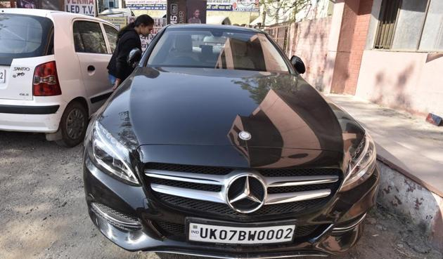 The car in which 17-year-old Simran was murdered on Tuesday night.(Virendra Singh Gosain/HT File PHOTO)