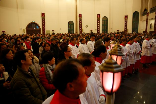 People attend a Christmas Eve Mass at a Catholic church in Shanghai, China, on Saturday.(REUTERS)