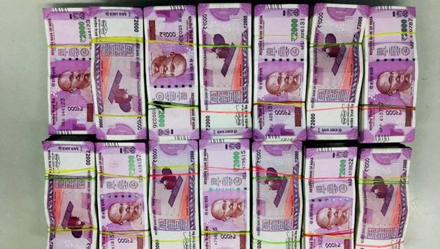 Police have seized Rs 39.98 lakh in Rs 2,000 denomination notes at Tirur area.(PTI File Photo)