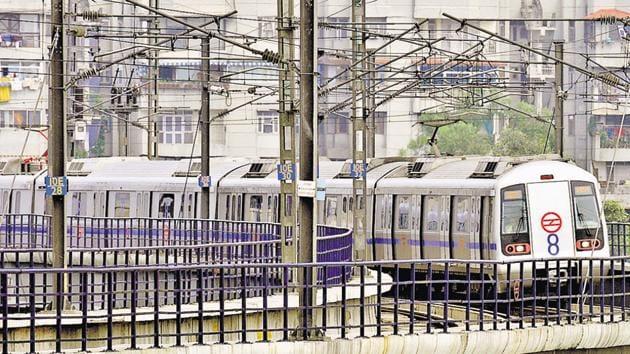 A Delhi Metro train leaves Ashok Nagar station on its maiden run.(Mohd Zakir /HT Photo)