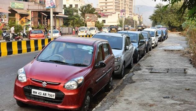 The union government is coming out with a new policy to raise the penalty for illegal parking on roads.(Bachchan Kumar/HT File Photo)