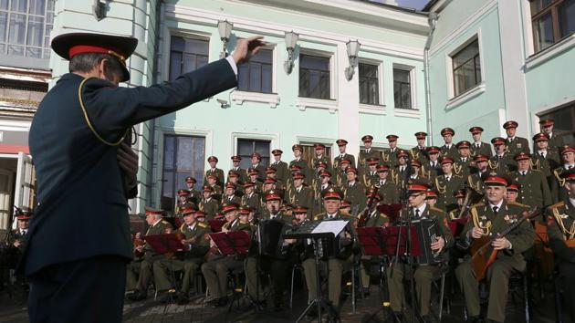 Singers and orchestra members of Red Army Choir, also known as the Alexandrov Ensemble, perform in Moscow, Russia April 20, 2016.(Reuters File Photo)