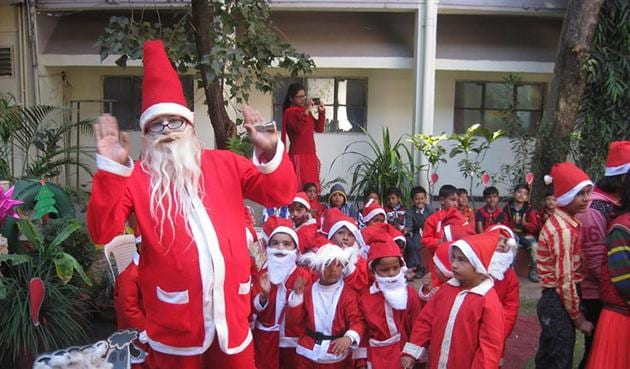 Colonel's Academy celebrated Christmas festival with great enthusiasm. Children came dressed up in Christmas theme, in Mhow.(HT photo)