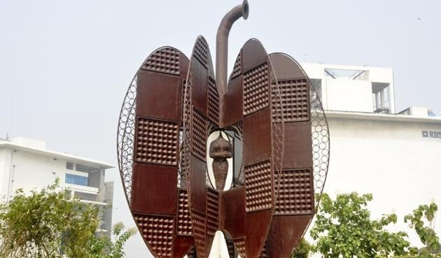 A metal sculpture at Delhi Metro's Eco Park in east Delhi's Shastri Park. The park has 12 sculptures, all made out of waste collected from construction sites.(HT Photo)