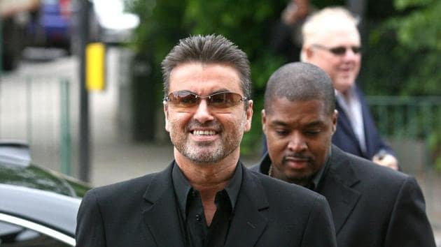 This file photo taken on May 8, 2007 shows British pop star George Michael (L) arriving at Brent Magistrates Court in west London, as he faces charges of driving while unfit through drugs. British pop singer George Michael, who rose to fame with the band Wham! and sold more than 100 million albums in his career, has died aged 53, his publicist said on December 25, 2016.(AFP Photo)
