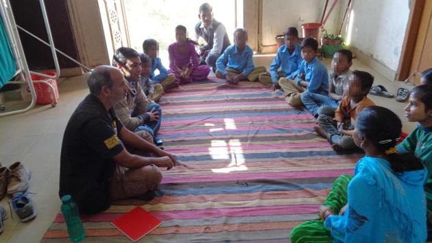 A counselling session is held for children addicted to gutka in Dabi village in Bundi district of Rajasthan.(HT PHOTO)