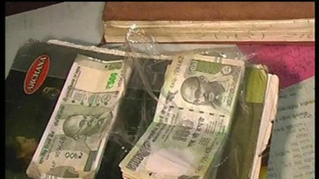 They said the sleuths called for the records of the deposits made in the BSP account and found that while Rs 102 crore was deposited in Rs 1,000 notes, the rest Rs 3 crore was deposited in the old Rs 500 notes.(HT File Photo)
