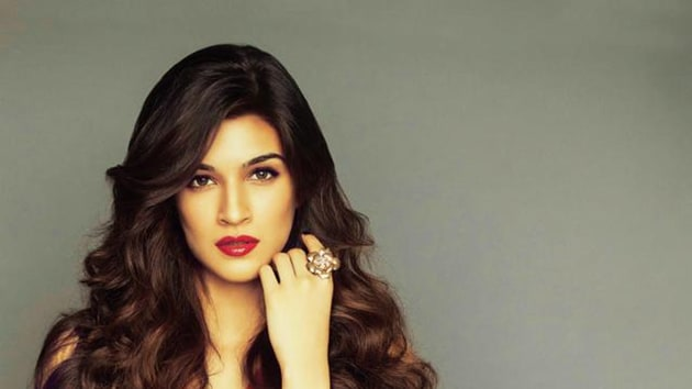 While Aamir and Amitabh Bachchan have been locked for Thugs of Hindostan reports claim that Kriti Sanon might be paired opposite Aamir in the film.
