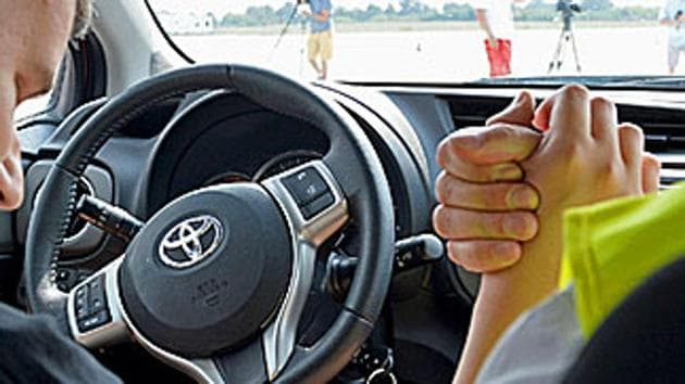 While the number of daily applications for driving licences stood around 300 till December 24, it shot up to over 700 on the next working day, which was Monday.