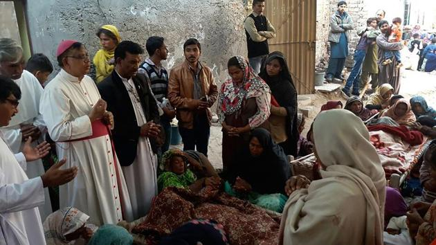 Pakistani Christians mourn the death of relatives killed by toxic liquor on Christmas Eve in a colony at Toba Tek Singh, 338 kilometres km south of Islamabad, on December 27. Thirty people, mostly Christians, were killed and dozens more fell sick after drinking toxic liquor at a party, police said, the latest case of deadly alcohol poisoning in the Muslim country.(AFP)