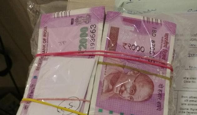 The amount AIU seized from the flier travelling to Dubai.(HT Photo)