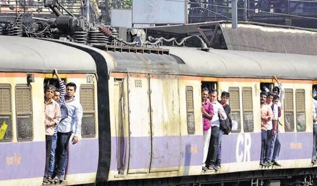 For 75 lakh suburban commuters, this could mean cheaper first-class tickets and a 100% rise in the minimum second-class fare from the existing Rs5 to the proposed Rs10(HT FILE PHOTO)