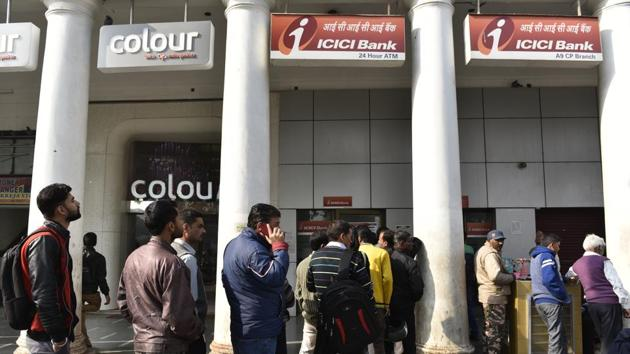 Lines outside ATMs have begun thinning down but the situation may deteriorate once people get their salaries and queue up to withdraw money to pay for monthly expenses.(Saumya Khandelwal/HT File Photo)