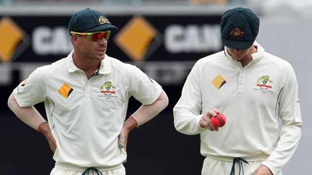 Australia's captain Steve Smith (R) and teammate David Warner talk during the drinks break during their Test match against Pakistan.(AFP)
