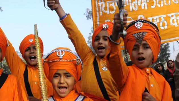 Children in warrior attire during Shaheedi Jor Mela in Fatehgarh Sahib on Tuesday.(Bharat Bhushan/HT Photo)
