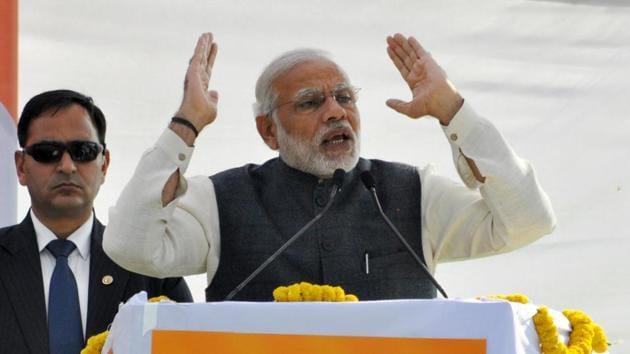 Prime Minister Narendra Modi addresses a rally at Parade Ground in Dehradun, on December 27, 2016.(Vinay Santosh Kumar/HT Photo)