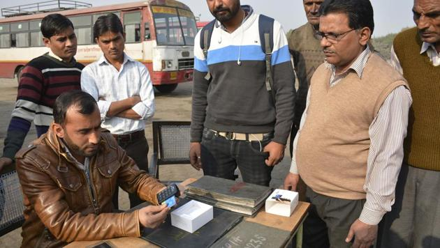 Commuters can pay for their tickets and make reservations through credit/debit cards. Ten swipe machines have been allotted to 10 bus conductors of buses that start from the depot, on long routes.(Sakib Ali/HT)