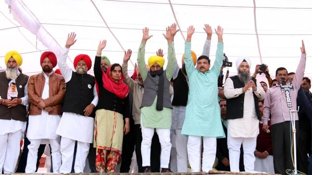 Addressing a well-attended rally on the Shiromani Akali Dal (SAD) patron's home turf, Kejriwal vowed to defeat the ruling SAD-BJP combine, amid cheers.(Sanjeev Kumar/HT)