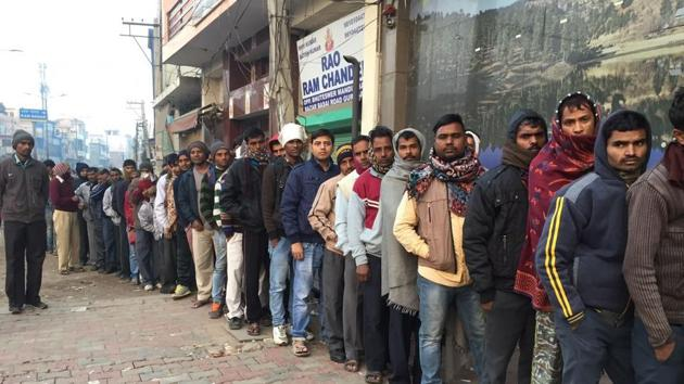 People working in unorganised sectors such as factory workers, labourers and students continue to face problems even in getting a bank account opened.(HT Photo)