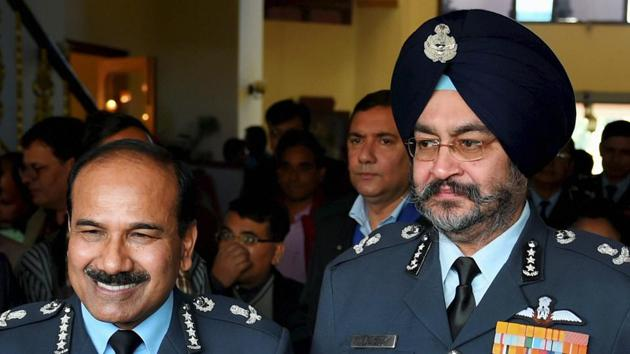 Air chief marshal Arup Raha with the newly-appointed air marshal BS Dhanoa at Akash Officers' Mess in New Delhi on Wednesday.(PTI photo)