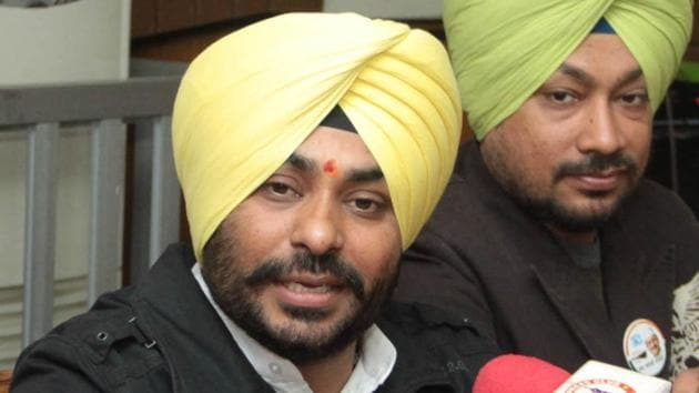 AAP candidate from Jalandhar Cantonment H S Walia during a press conference at Press Club in Jalandhar on Tuesday.(Sikander Singh Chopra/HT Photo)