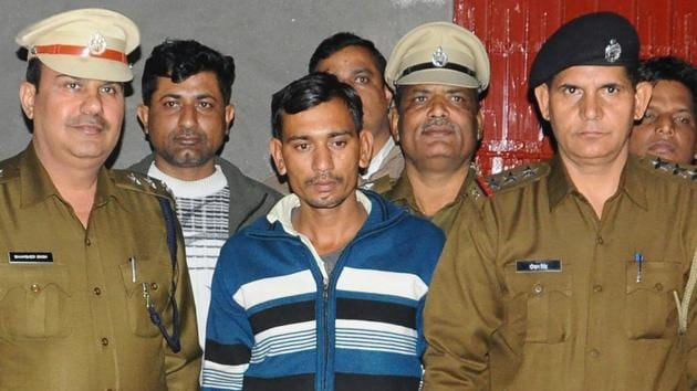 The police arrested Sunil Singh when his gang was trying to loot an Oriental Bank of Commerce branch in Rohtak's Meham block.(Manoj Dhaka/HT Photo)