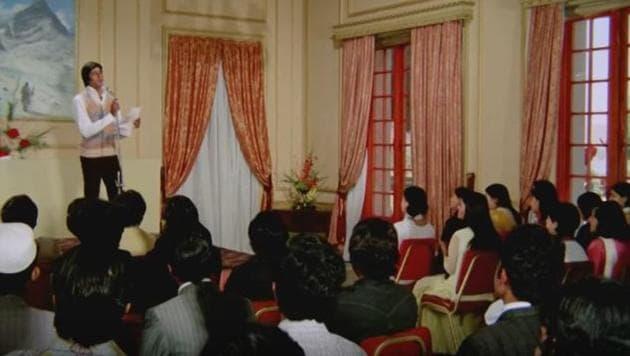 Actor Amitabh Bachchan played a popular shayar in 1976 blockbuster Kabhi Kabhie.(YouTube grab)