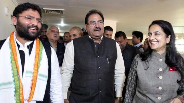 Abhay Singh Chautala (centre) has offered to relinquish the life presidency of the Indian Olympic Association (IOA).(PTI)