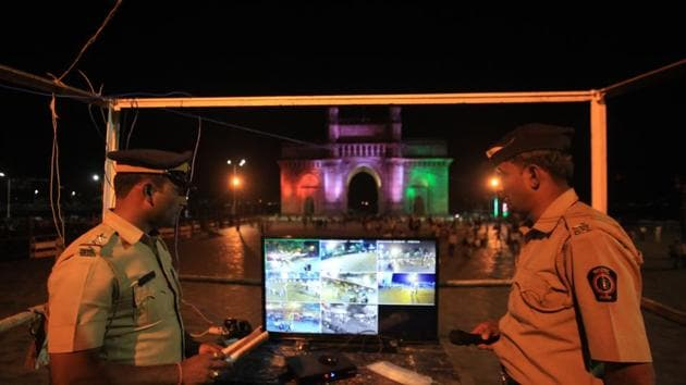 Cops deployed at Gateway of India on December 31 last year.(HT File)