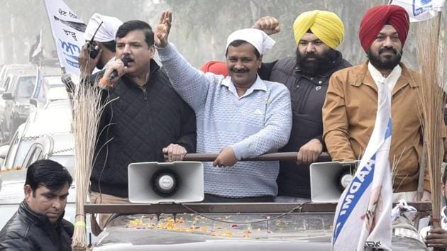 Kejriwal, who held a road show in Majithia constituency and covered more than a dozen villages of the segment, said the AAP will write a new chapter by defeating Bikram Singh Majithia.(Gurpreet Singh/HT)