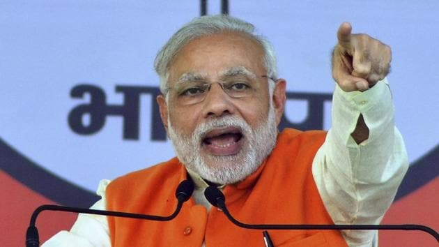 On the eve of deadline to deposit demonetised Indian currency, PM Narendra Modi said Digital payment is a way of cleaning the economy in the long-run.(HT Photo)