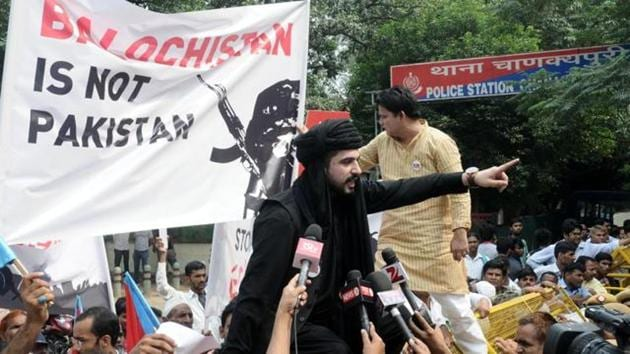 In this file photo from September 2016, Mazdak Dilshad Baloch, son of prominent author-activist Naela Qadri Baloch and filmmaker Mir Ghulam Mustafa Raisaini who lives in Canada in exile, climbs during a protest against Pakistan near Pakistani Embassy against human rights violation in Balochistan.(HT Photo)