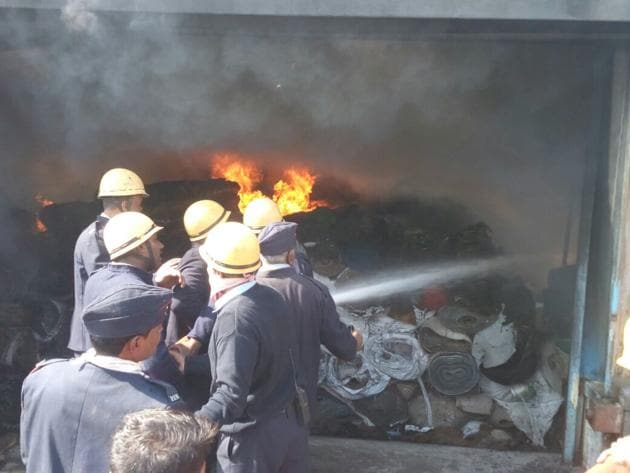It took more than three hours for the firemen to bring the situation under control.(HT Photo)