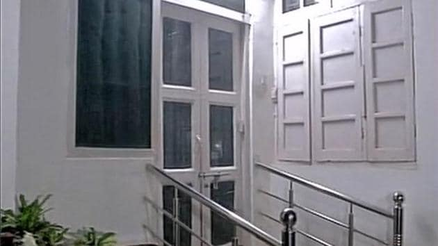The official residence of principal secretary (Home Guards) Sanjeev Dubey at Bunglaow number 14, Gautampalli locality in Lucknow, on Thursday night.(ANI)